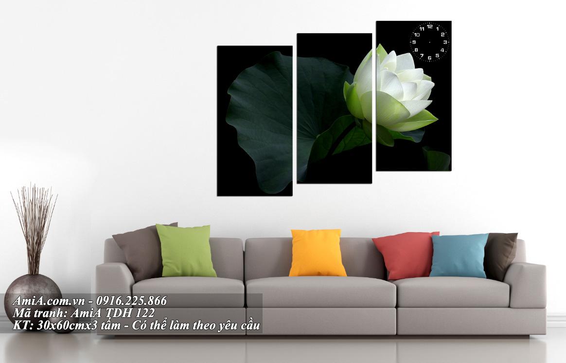 Tranh hoa sen trang treo tuong phong khach tinh khoi trong sang