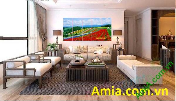 Hình ảnh Đông Hoa trải dài theo khoảng cách xa gần tạo chiều sâu cho Tranh ghép phòng khách