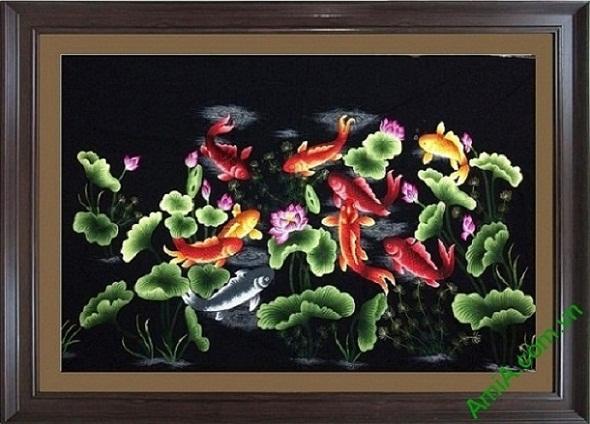 Tranh treo phòng khách Cửu Ngư đồ là hình ảnh 9 chú cá chép bên hoa Sen