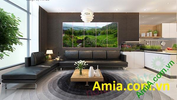 Tranh phong cảnh phòng khách tạo nên sự gần gũi với thiên nhiên trong căn nhà bạn