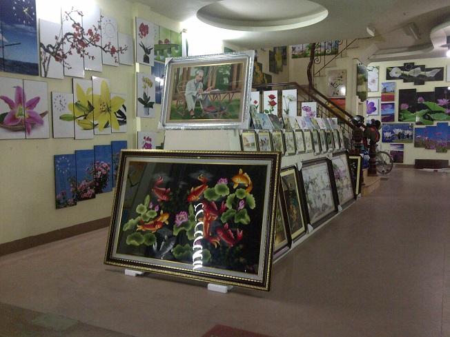 Showroom-tranh-phong-khach-amia-ha-hoi1