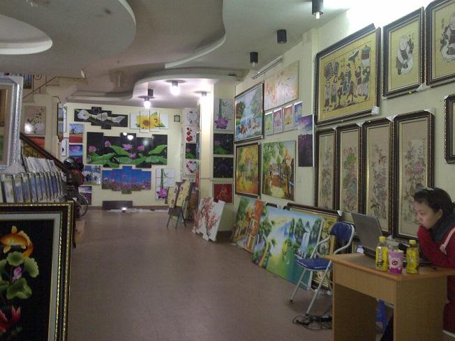 Showroom tranh phòng khách hiện đại Amia tại Hà Nội