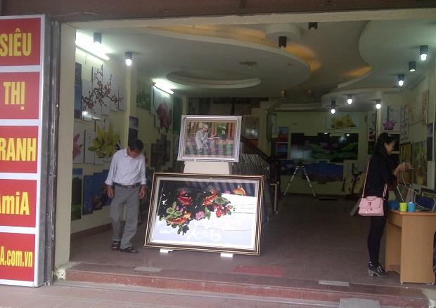 Showroom tranh phòng khách Amia Hà Nội