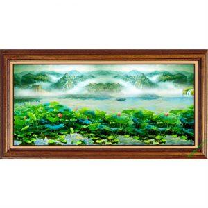 Tranh trang trí phòng khách in giả sơn dầu Đầm Sen Amia 420-00