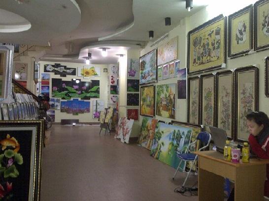 Cửa hàng bán tranh phòng khách hiện đại Amia Hà Nội