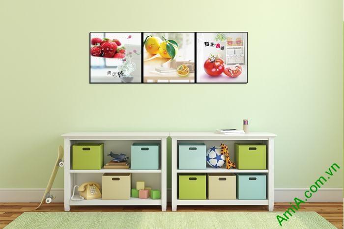 Tranh trang trí phòng trẻ em ngộ nghĩnh trái cây Amia 547-02