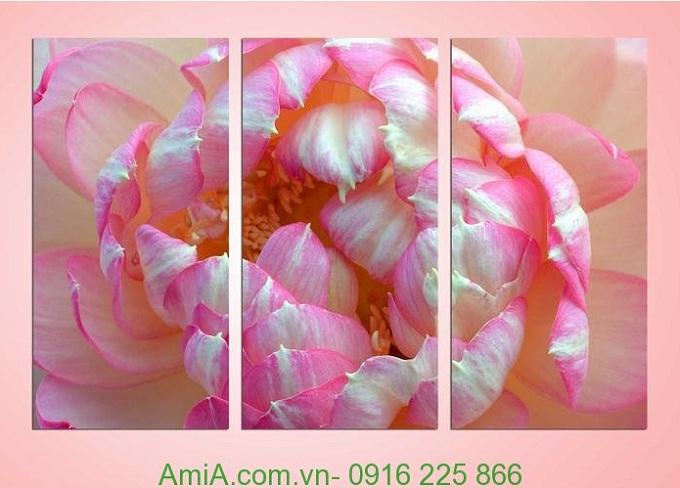 Hình ảnh Tranh trang trí hiện đại bông hoa sen nở chúm chím