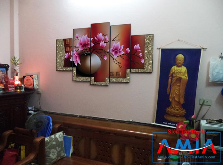 Tranh bình hoa Sen AmiA 1086 treo cạnh tượng Phật