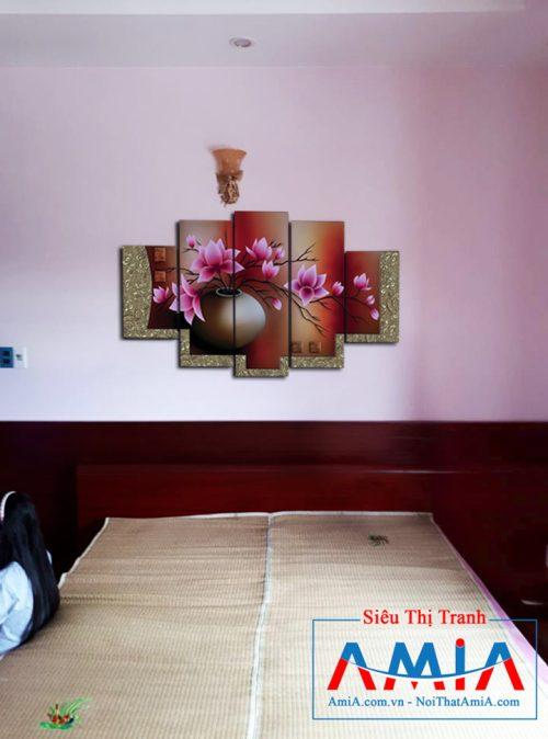 Tranh bình hoa sen treo đầu giường phòng ngủ Amia 1086