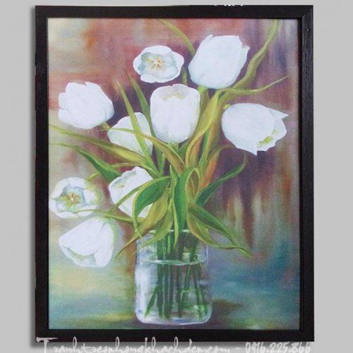 Hinh anh tranh binh hoa tulip trang treo phong khach dep