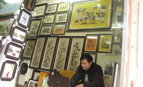 Hinh anh cua hang tranh dan gian Dong Ho chinh goc o Ha Noi