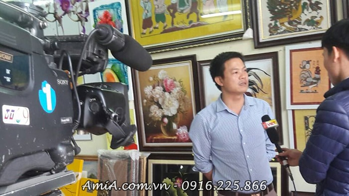 Hinh anh cua hang tranh treo tuong AmiA dip Tet len song VTC9