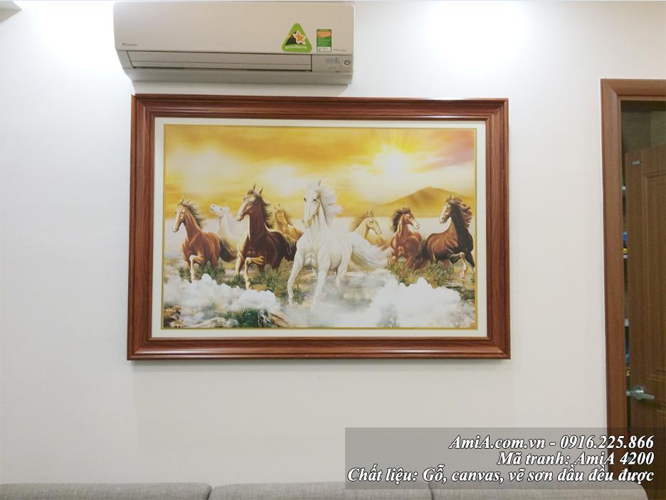 Tuổi Thân 1992 hợp treo tranh Ngựa trong phòng khách