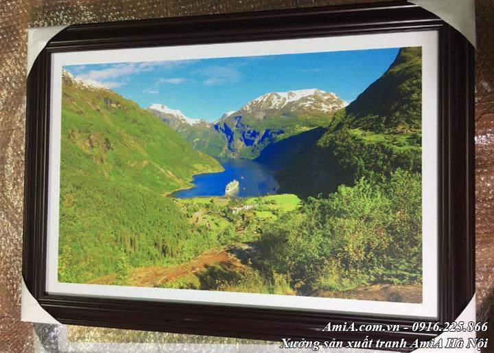 Hình ảnh tranh phong cảnh sông hồ đẹp thực tế tại xưởng tranh amia