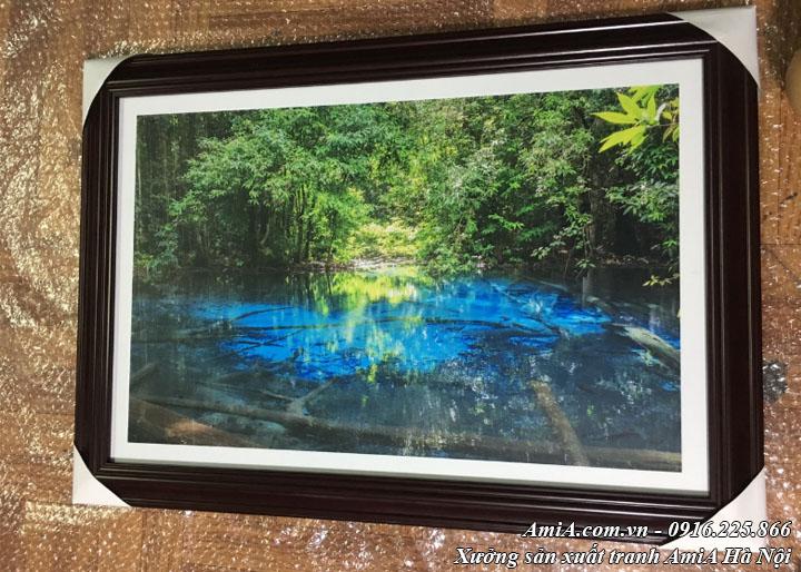 Hình ảnh tranh phong cảnh sông hồ giữa rừng tây bắc thực tế tại xưởng