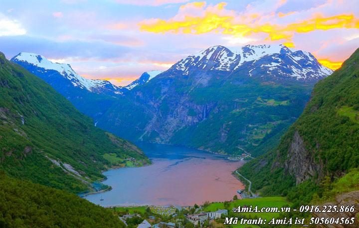 Hình ảnh tranh sông hồ xanh biếc giữa núi rừng tây bắc