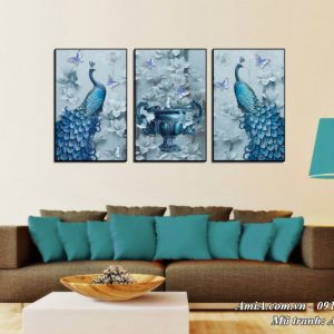 Tranh chim công và bình hoa treo ở phòng khách hiện đại AmiA 1503