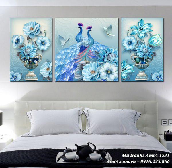 Hình ảnh tranh phong thủy treo phòng ngủ AmiA 1531 bình hoa chim công