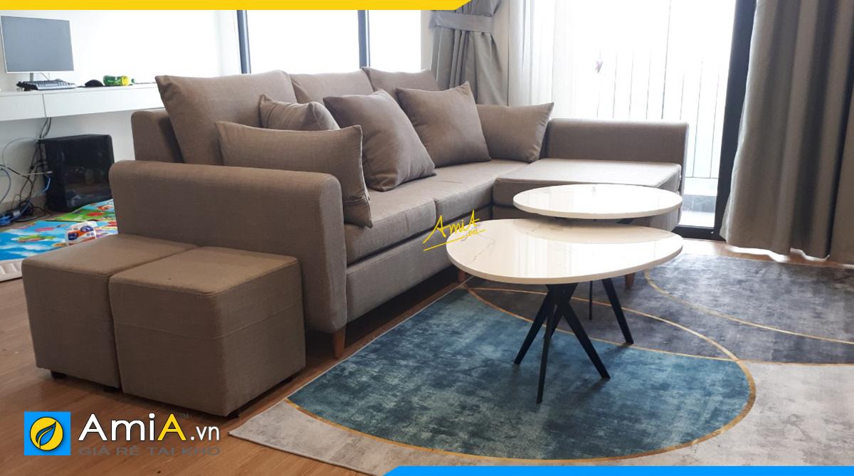 Phòng khách được trưng bày bộ ghế sopha góc chữ L hiện đại, thanh lịch